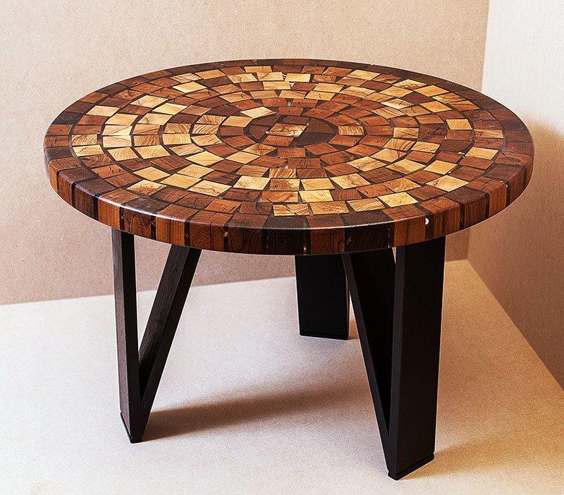 Стол из круглого дерева