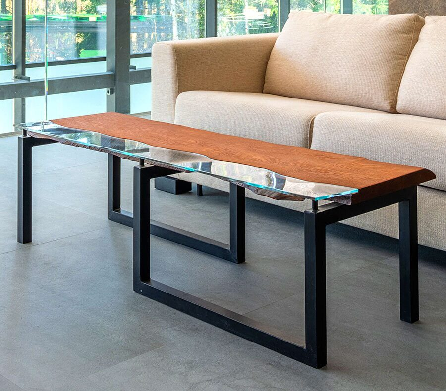 журнальный стол из массива дерева стекла и металла на заказ